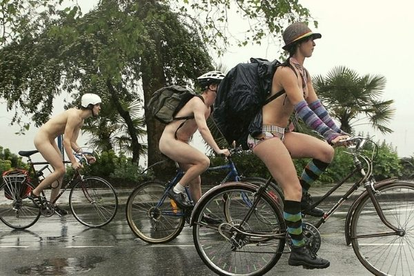 Cyklande naturister
